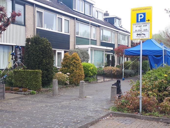 Een woning aan de Professor Gerbrandylaan in Woerden is omgebouwd tot filmset.