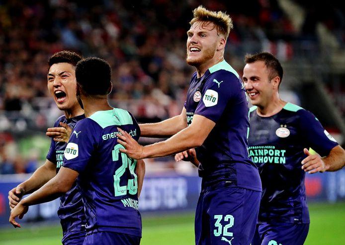 PSV viert de 0-3 tegen AZ.