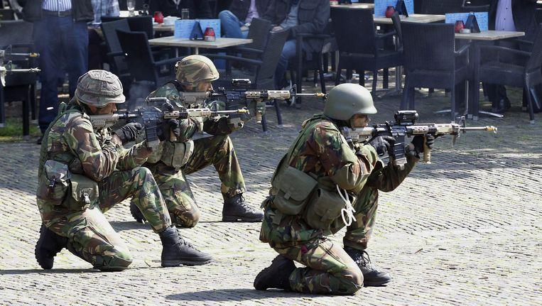 Archiefbeeld: Nederlandse soldaten tijdens een demonstratie in Den Haag. Beeld EPA
