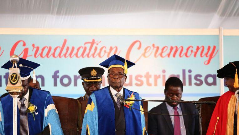 Mugabe verscheen vrijdag op een universiteit. Beeld EPA