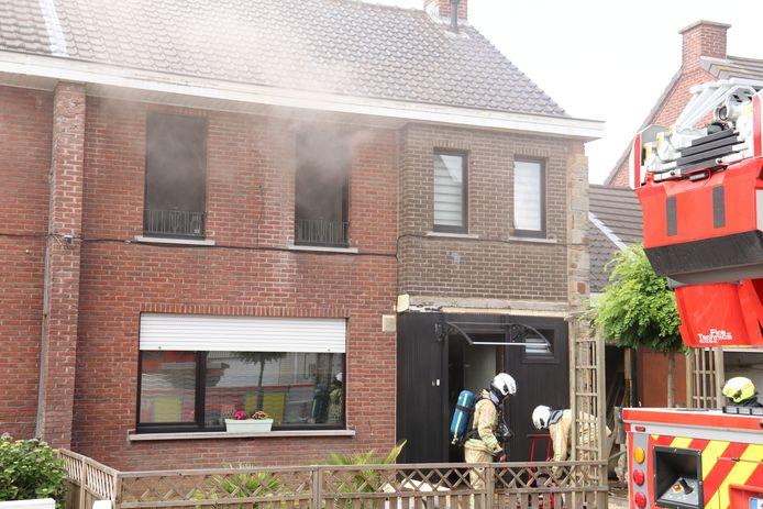 De woning is onbewoonbaar door de brand.