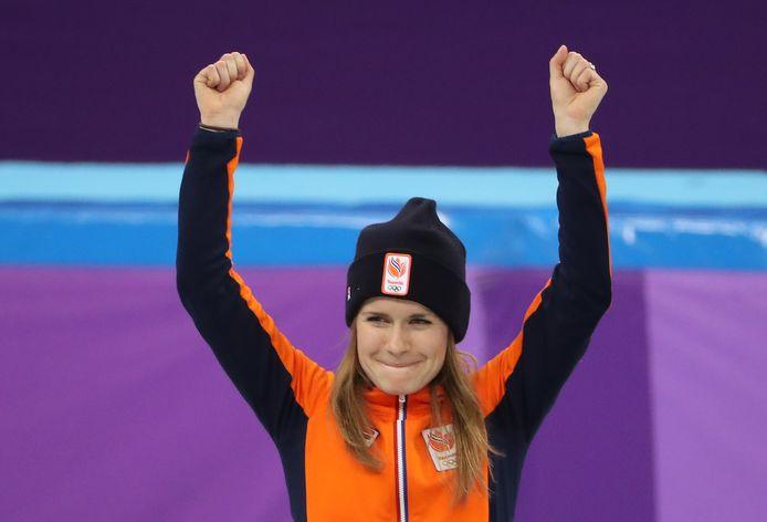 Yara van Kerkhof op het podium na de 500 meter bij de Winterspelen in Pyeongchang.