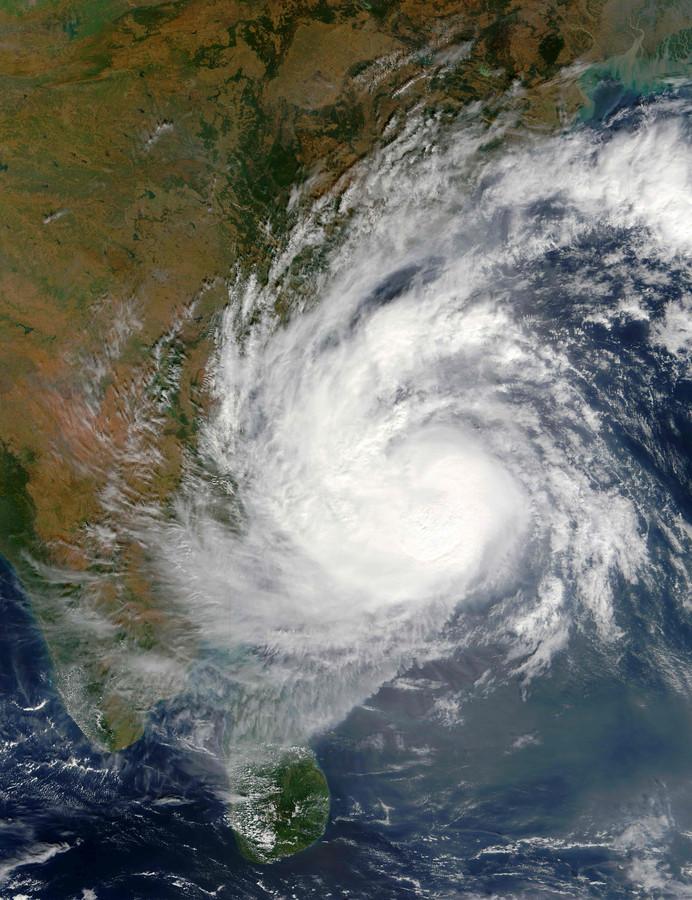 Cycloon Vardah op satellietbeelden.