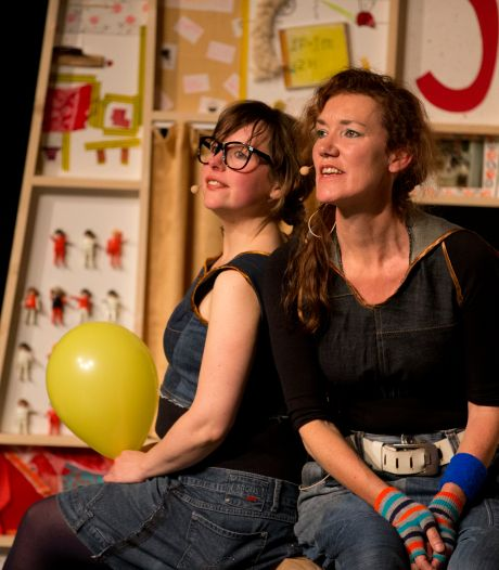 Theatershow over scheiden verandert in podcast voor kinderen: 'Scheiden is stom, voorstelling is super leuk'