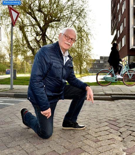 'Smerige kuilen' en hoge drempels: Ries (71) wil dat gemeente reparatie aan zijn auto betaalt