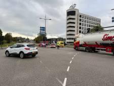Vrouw afgevoerd na botsing in Deventer, gemeente ziet geen verband met defect verkeerslicht