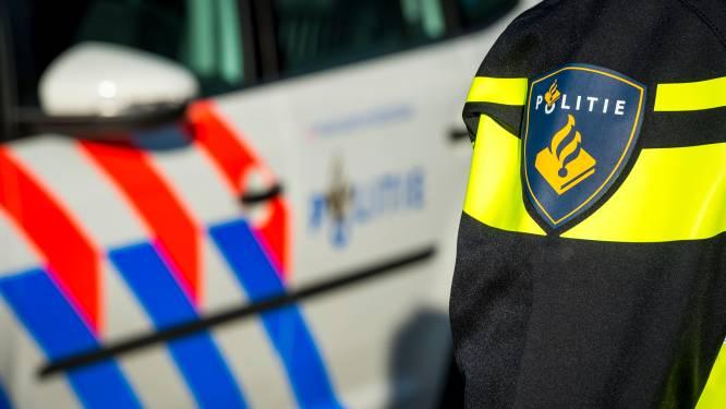Man met snor overvalt winkel Zwart Janstraat Rotterdam en vlucht met onbekend geldbedrag