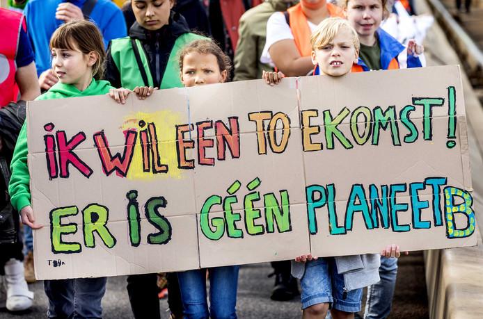 Demonstranten tijdens een klimaatmars in het centrum van Rotterdam.