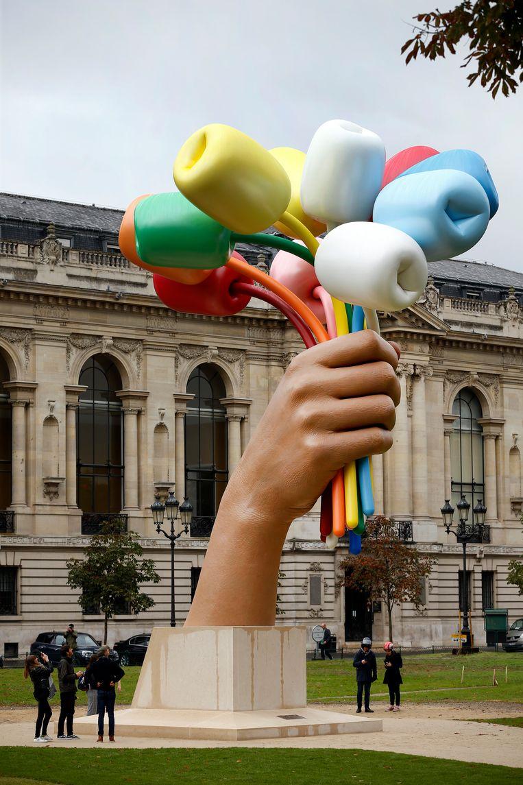 'Bouquet of Tulips' van Jeff Koons in Parijs. Beeld Getty
