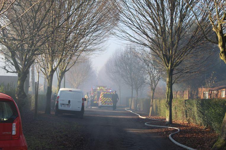 De brand in de Halfweg veroorzaakte veel rookontwikkeling.