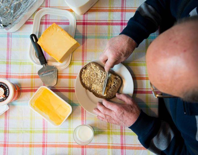 Door zelf te zorgen voor hun maaltijden en boodschappen te doen, blijvenkwetsbare mensen zoals ouderen en daklozen zelfredzaam.