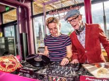 Jaartje of veertig verschil tussen Tilburgs dj-duo, bijna dezelfde smaak: 'Kees draait iets moderner'