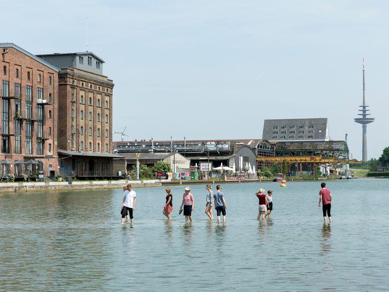 Onder het water ligt een gigantisch onzichtbaar kunstwerk.  Beeld rv Henning Rogge