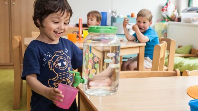 """TERUG NAAR SCHOOL: """"1 op de 3 kinderen drinkt te weinig water"""", zegt de Bertemse diëtiste Wendy De Munter"""