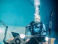 Ruud de Wild bevriest bijna onder water en Georgina heeft EHBO nodig