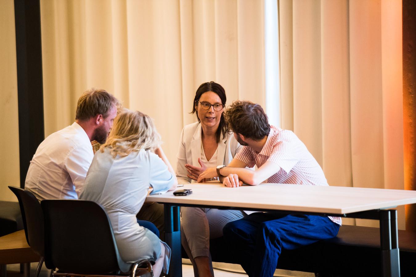 Crisisvergadering in de raad op 26 juni:  Sabine Andeweg met de D66-fractie
