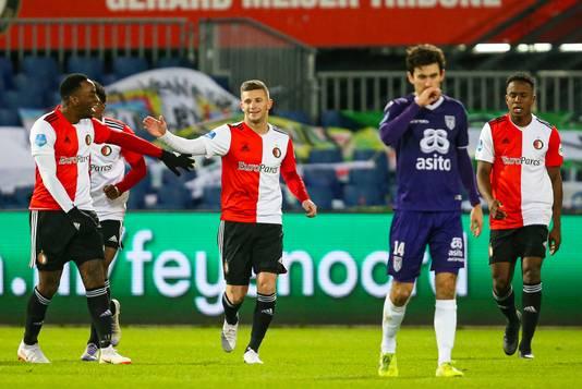 Invallers Ridgeciano Haps en Bryan Linssen zorgden voor meer aanvallende dreiging bij Feyenoord in de tweede helft.