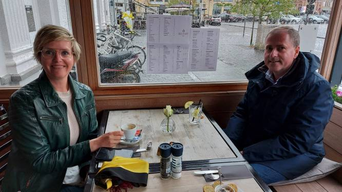 """Burgemeester Dejaegher toont het goede voorbeeld in Belfort 2.0: """"Proosten op de heropening!"""""""