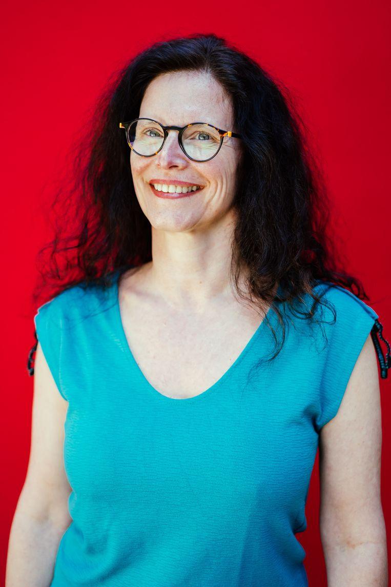Nathalie Debast van de Vlaamse Vereniging voor Steden en Gemeenten. 'Corona kan geen excuus zijn om het werk af te wentelen op andere instellingen.' Beeld © Stefaan Temmerman