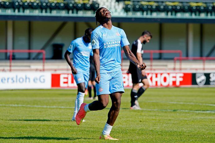 Noni Madueke maakte drie goals tegen SC Verl.