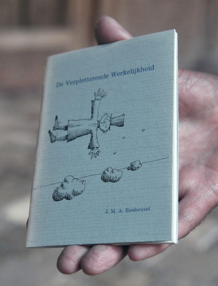 Het eerste nummer in de Slibreeks dat op A6-formaat als boekje verscheen.