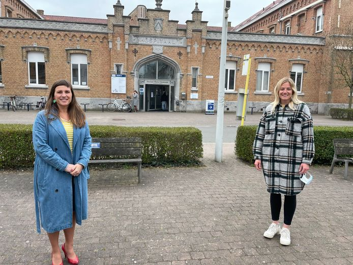 Oostende geeft een cheque van 3.000 euro aan Pleegzorg West-Vlaanderen.