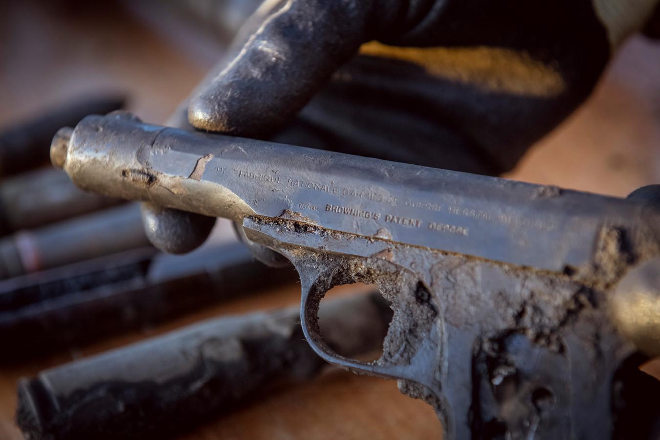 Het pistool dat de piloot van een Duitse Messerschmitt bij zich droeg toen hij met zijn jachtvliegtuig bij Dalfsen werd neergehaald.