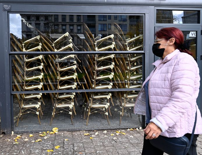 Les terrasses sont fermées depuis plusieurs mois, maintenant, au grand dam des citoyens, mais surtout des restaurateurs et tenanciers de cafés.