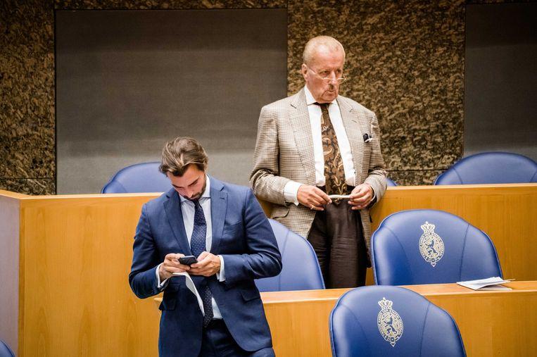 Theo Hiddema (FVD) en Thierry Baudet (FvD) in de Tweede Kamer.  Beeld ANP