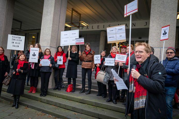 Tolken en vertalers hielden begin vorig jaar ook een protestactie voor de rechtbank in Arnhem.