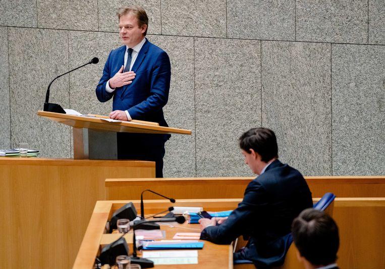 Wopke Hoekstra (rechts) en Pieter Omtzigt tijdens een debat over het aftreden van het kabinet in januari. Beeld EPA