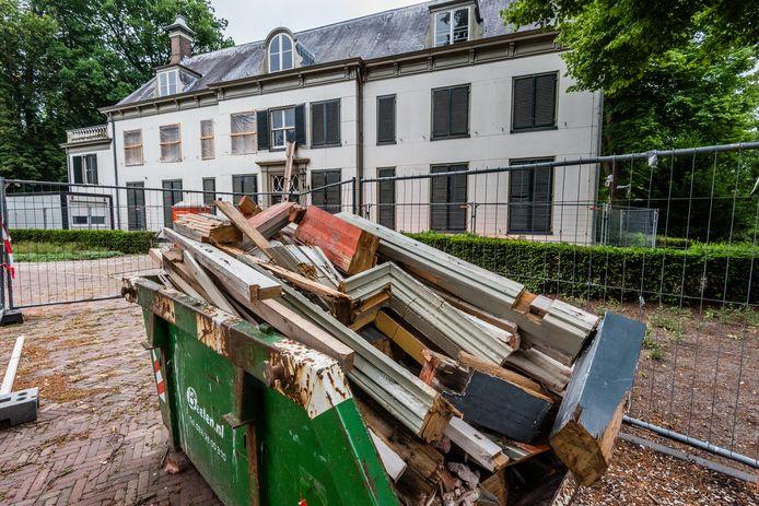 De restauratie van Huize Randenbroek ligt nog altijd stil.