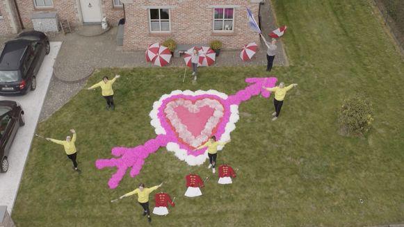 Dag na dag brengt de VTM-drone de meest hartverwarmende beelden in onze huiskamers. Wat u zondag krijgt, is een XXXL-versie van deze feelgood-tv.