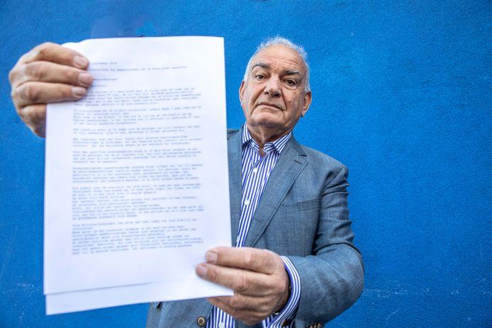 Leo Elfers heeft een pamflet opgesteld voor gepensioneerde ouderen.