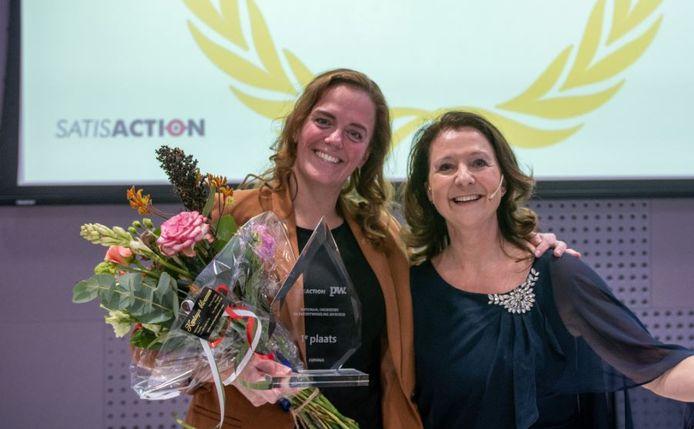 Evelien Veenman van Experius (links) en onderzoeker Mirjam Baars