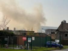 Brandweer merkt brand zelf op en gaat blussen naast de deur