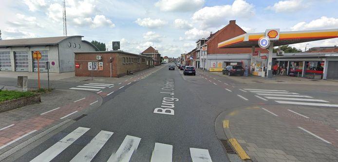 Na een aanrijding met een personenwagen is een minderjarige fietser levensgevaarlijk gewond geraakt