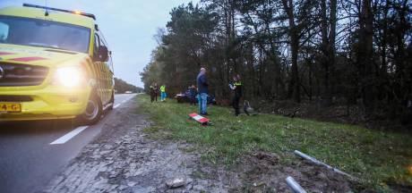Automobilist rijdt door na botsing in Vlierden