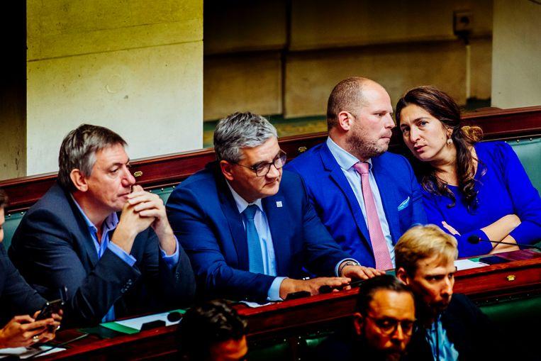 De ex-N-VA-regeringsleden zetelen nu in de Kamer. Beeld Stefaan Temmerman