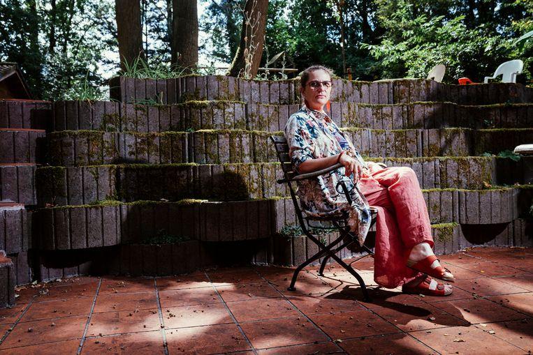 Anne-Mieke Van Damme. 'Zelfs een stoffen mondmasker vermindert de verspreiding van viruspartikels met de helft. Dat is voldoende om het de moeite waard te maken.' Beeld © Stefaan Temmerman