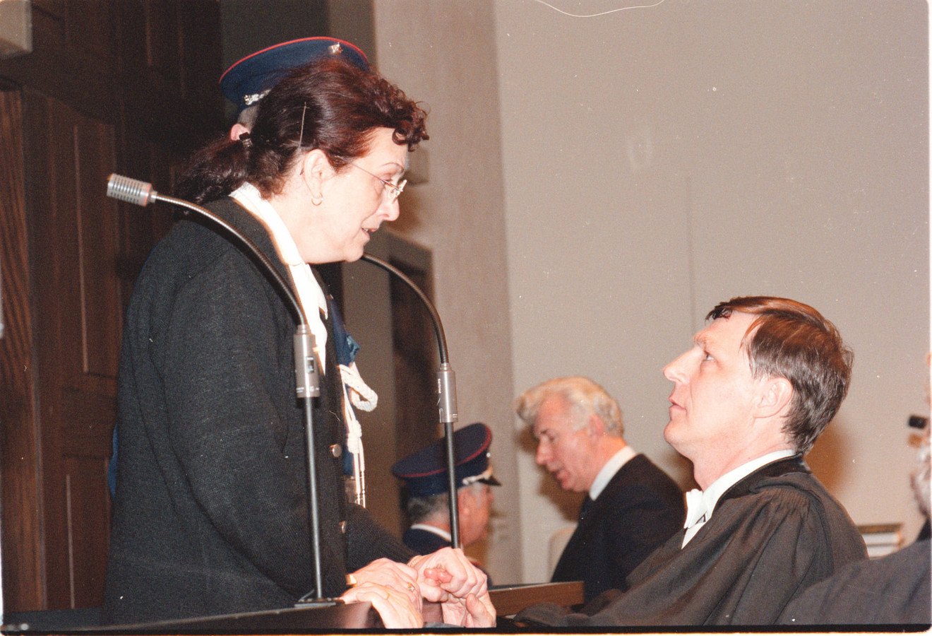 De beklaagde overlegt met haar advocaat Jef Vermassen.