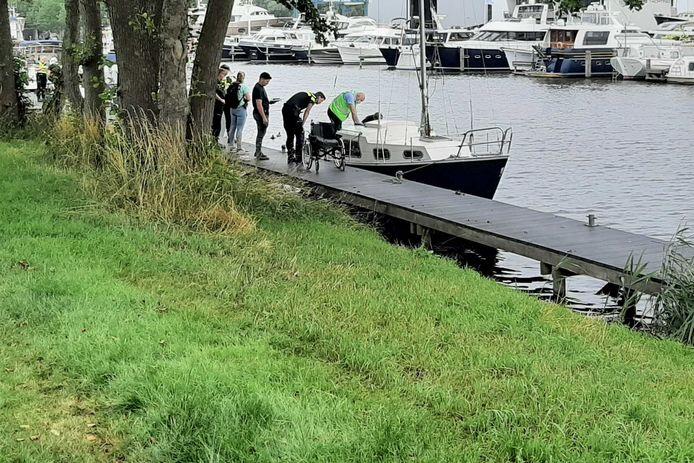 Onderzoek naar overleden persoon gevonden in jachthaven Elburg.