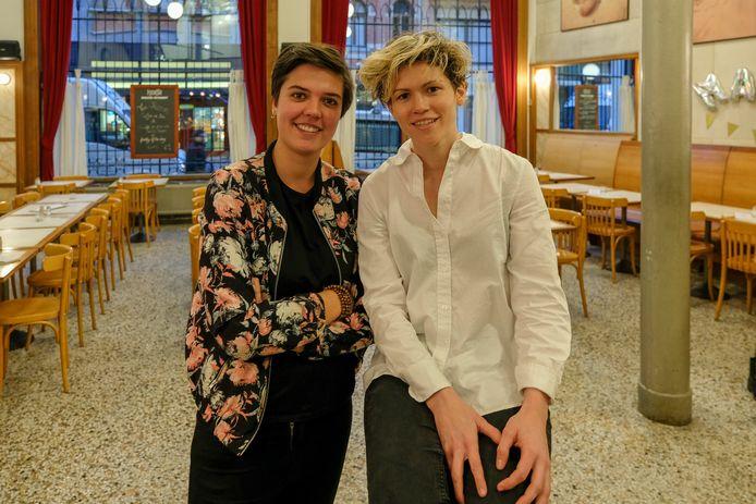 Kiara Christoffersen en Britt Mosselmans van vzw Match organiseren after work party in het stripmuseum.