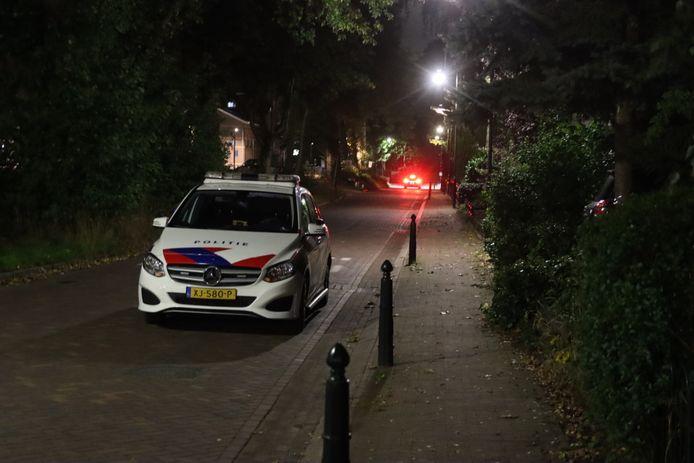 Politie in de Spoorstraat in Lunteren.