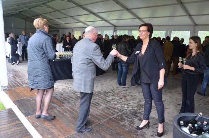 De Waasmunsternaars kregen een glaasje aangeboden van het gemeentebestuur en de familie.