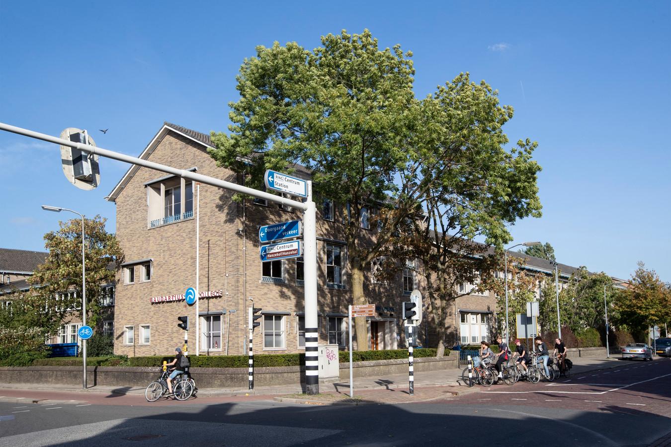 Het Baudartius College schrapt twee meerdaagse schoolreizen en enkele stedentrips vanwege het oprukkende coronavirus.