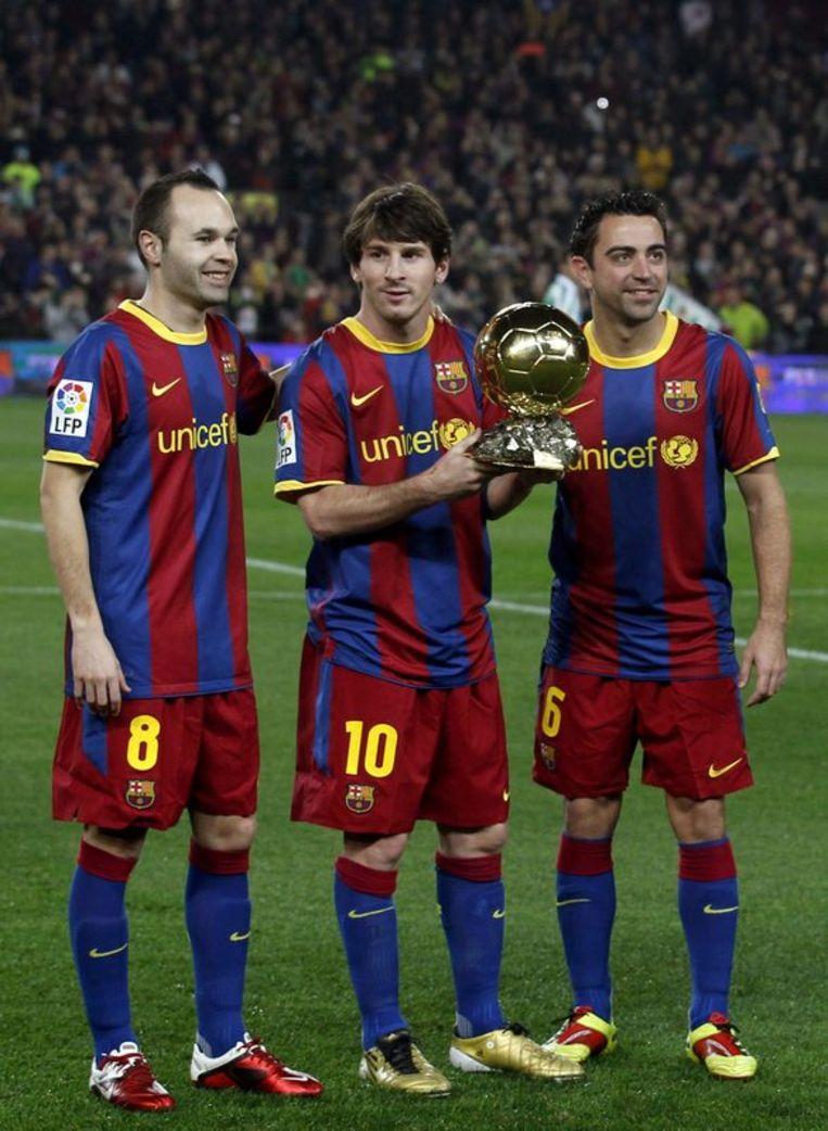 Het volledige podium van de Ballon d'Or 2010: Andrés Iniesta (tweede), Lionel Messi (eerste) en Xavi (derde).