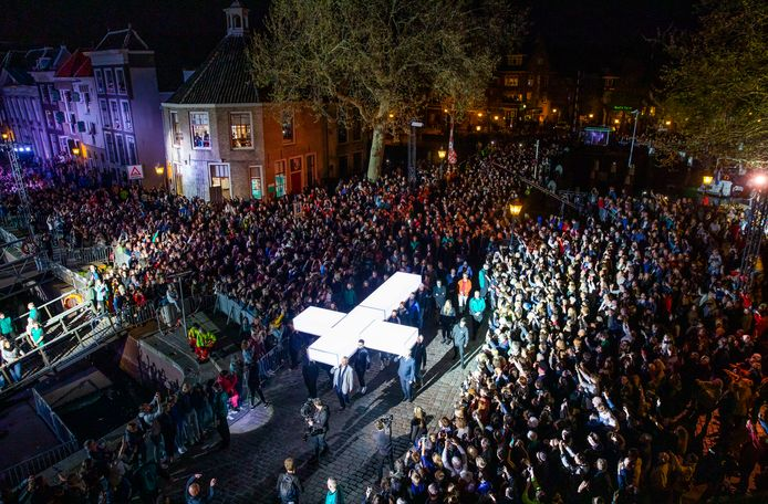 Het lichtgevende kruis gaat door heel Nederland.
