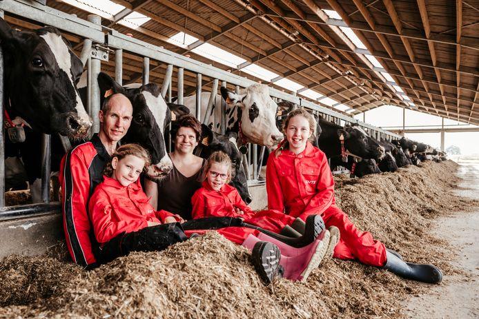 Wim en Petra met de drie dochters Yinte, Ante en Stiene.