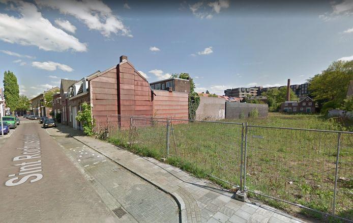 Het 'gat' in de Rochusstraat in Eindhoven gaat wellicht nog dit jaar gedicht worden; hier komen drie en erachter veertien woningen van aannemer Van Gerven uit Mierlo.